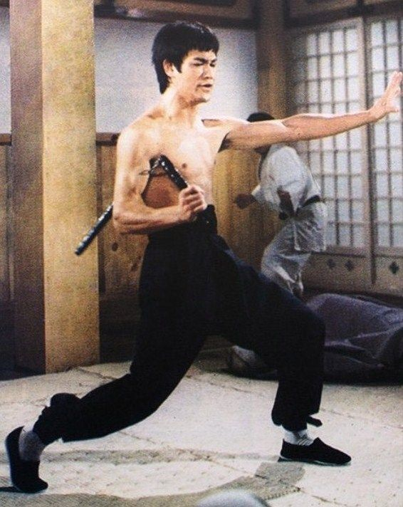 Thoughts on fighting with nunchaku's   Mikes passing ...